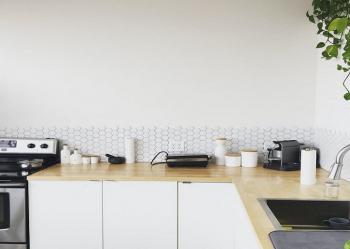 Îmbinările blatului de bucătărie - accesoriile necesare pentru un plus de eleganță și protecție