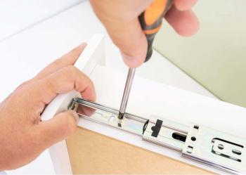 Montajul glisierelor cu bile - soluția modernă și funcțională de operare a mobilierului